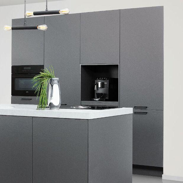moderne hoge keukenkast