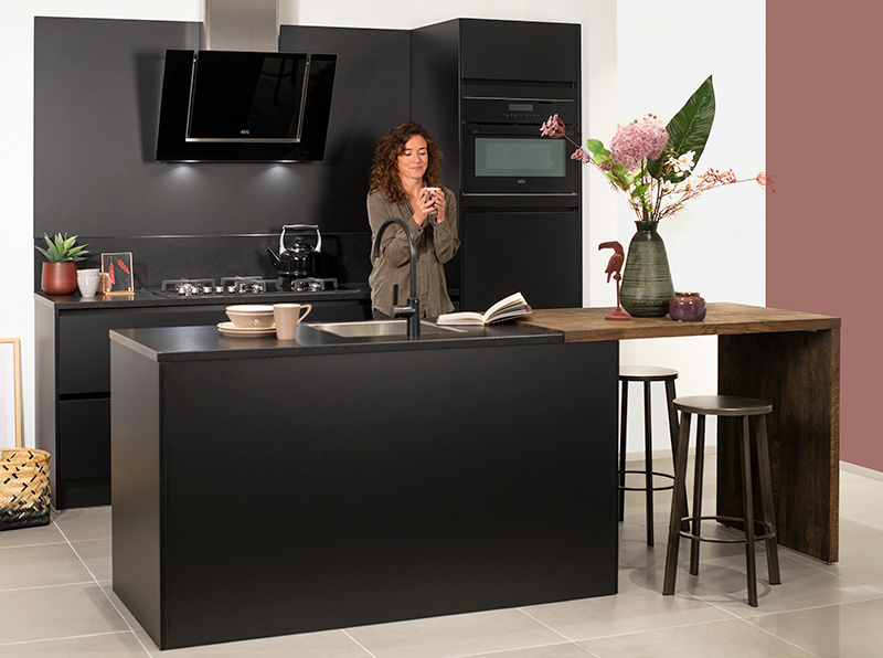 Keuken in zwarte kleur