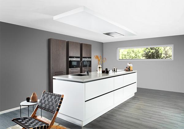 Witte keuken met betonblad