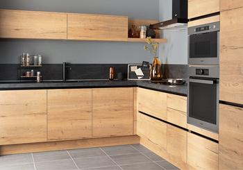 Bruine houten keuken