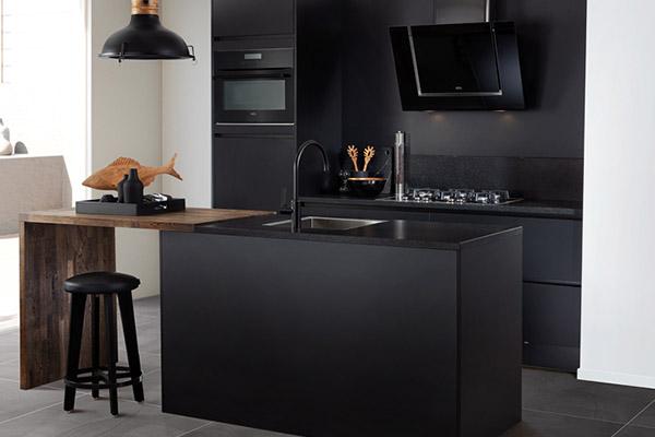 Keuken met houtlook keukenblad